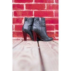 Uterque Black Leather Booties